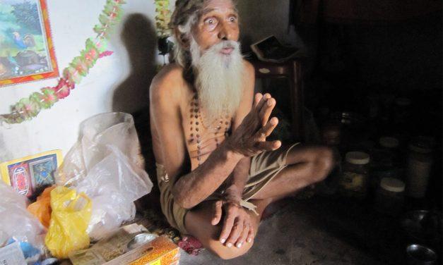 Receiving Blessings from Tiruvannamalai Siddhar Swami Yogananda