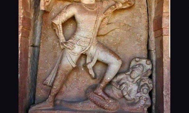 Does the 8th century Durga Vishnu temple in Aihole actually show Lord Varaha lifting a globe Earth?